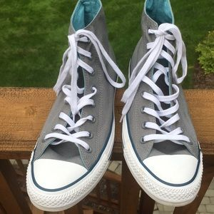Gray converse all star shoes.
